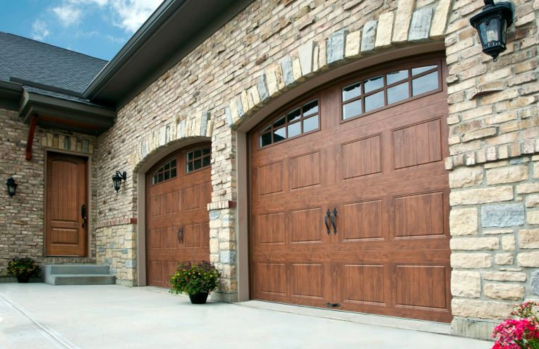 gallery-wood-grain-arch-rustic-garage